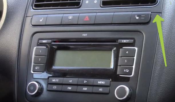1 2016-01-04 22-09-30 Volkswagen Polo Sedan Добавляем USB Mp3 в штатную магнитоллу RCD-30 - YouTube - Google Chrome
